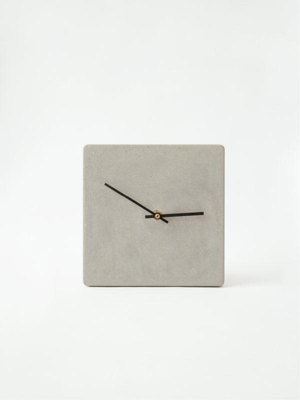 Uhr_viereckig_Front
